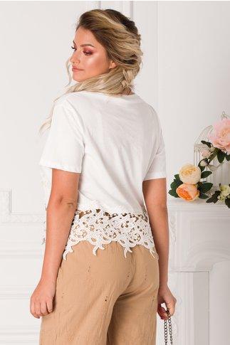 Tricou alb cu imprimeu cu sclipici auriu si dantela la baza