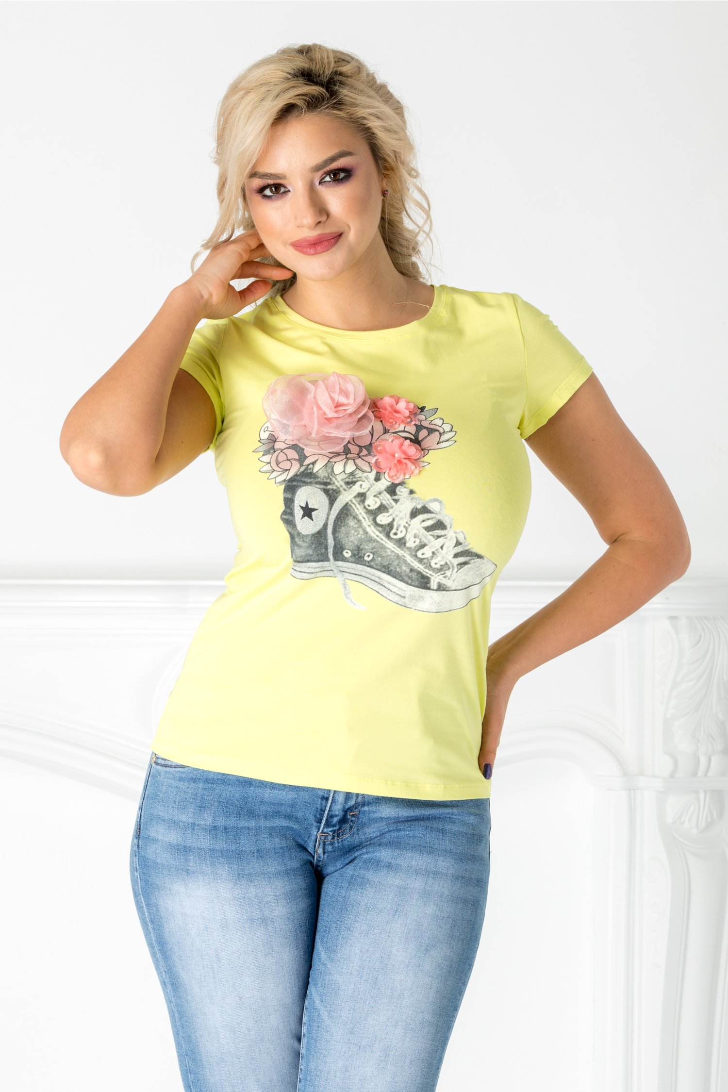 Tricou galben cu imprimeu gri si flori roz 3D