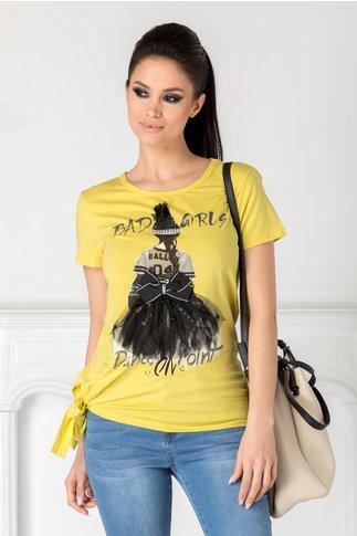 Tricou Girly galben cu imprimeu si aplicatii 3D