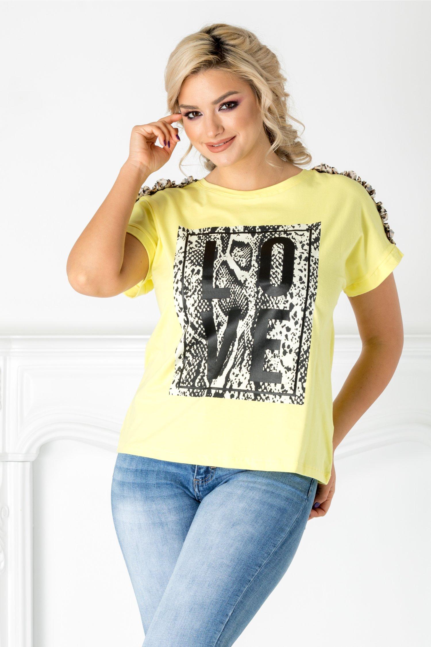 Tricou Love galben cu aplicatie pe bust si la umeri