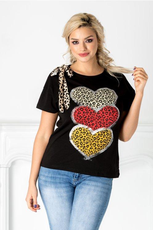 Tricou negru cu inimioare si animal print
