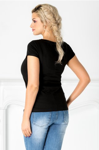 Tricou negru cu perlute si flori 3D la bust