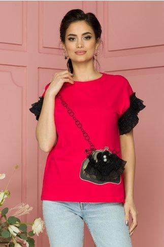 Tricou Purse rosu cu imprimeu kaki  si volanase la maneci