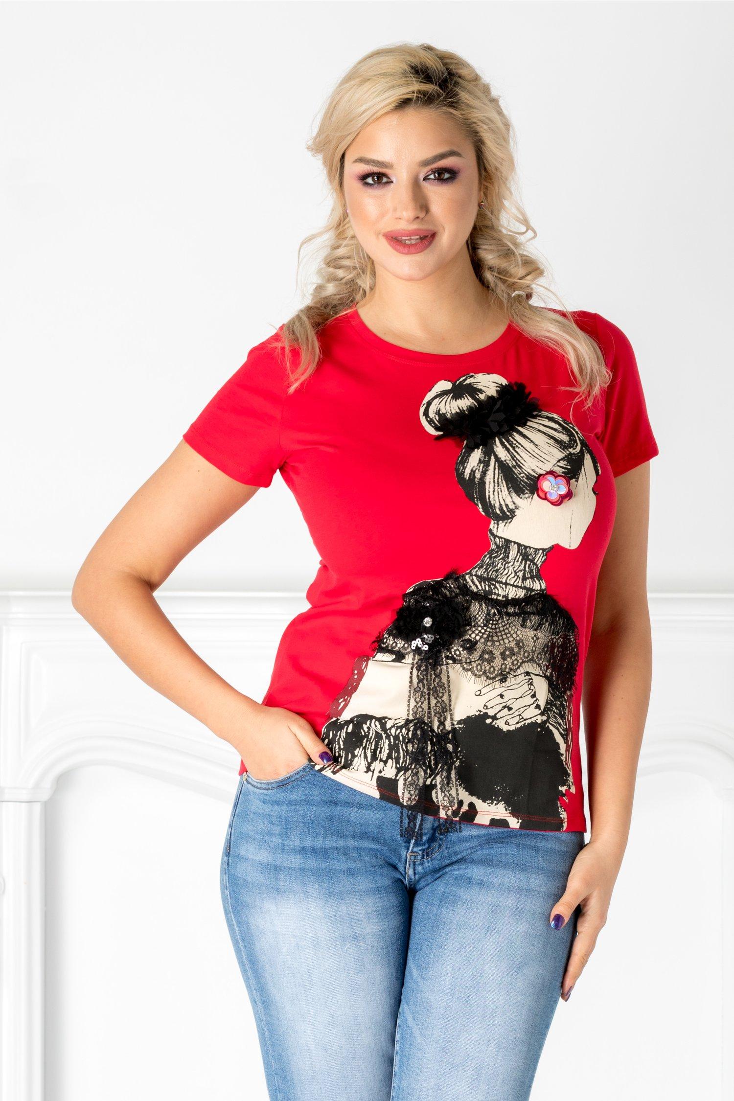 Tricou rosu cu imprimeu si aplicatii din dantela