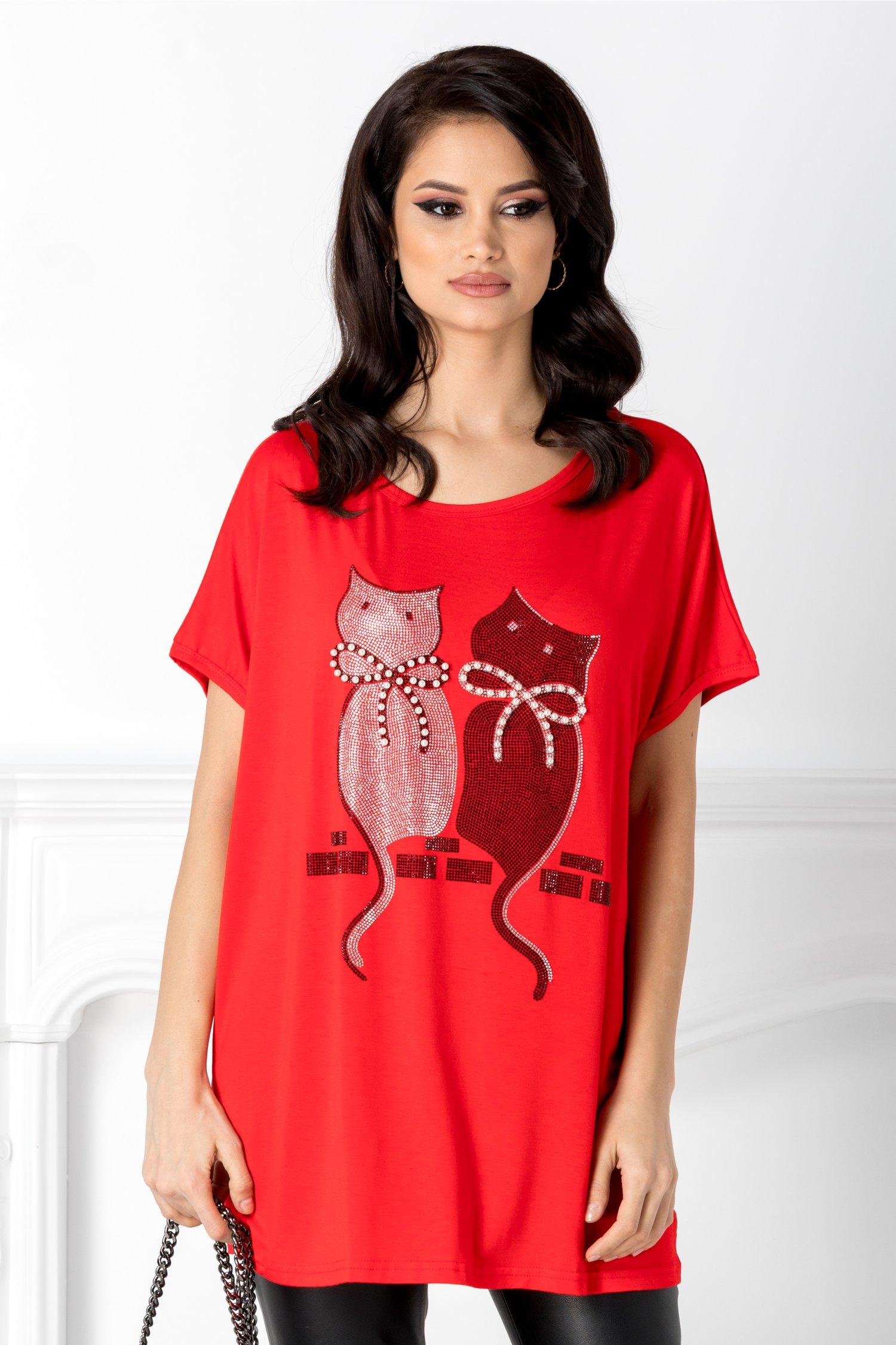 Tricou rosu cu pisicute la bust