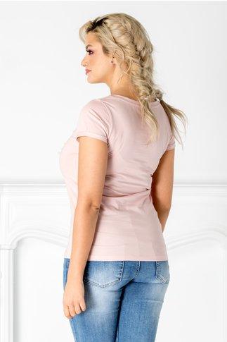 Tricou roz cu perlute si flori 3D la bust
