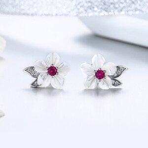 Cercei din argint Glamour White Flowers