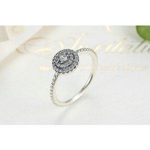 Inel din argint cu Design Circular si Cristale