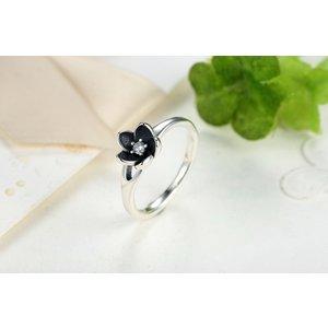 Inel din argint cu Floare Patinata si Cristal