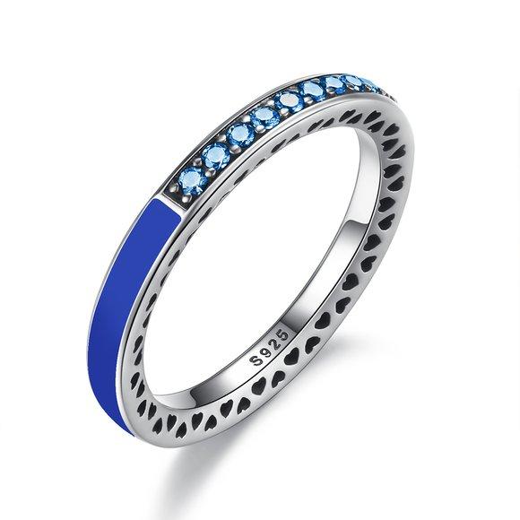Inel din argint cu Inimi Decupate si Cristale Albastre