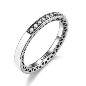 Inel din argint cu Inimi Decupate si Cristale Albe