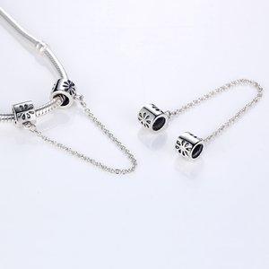 Talisman din argint cu Petale Gravate si Lantisor pentru Siguranta
