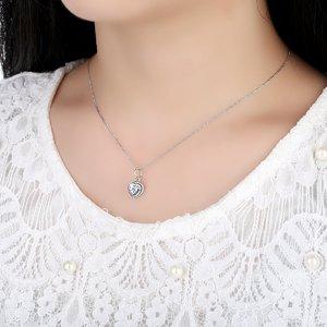 Talisman din argint sub forma de pandantiv cu Inima si Cristale