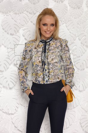 Bluză bej cu volănașe decorative și print floral