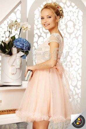 Rochie elegantă roz cu bust din dantelă prețioasă