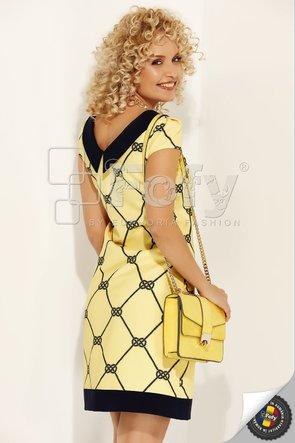 Rochie galbenă cu decolteu ascuțit la spate