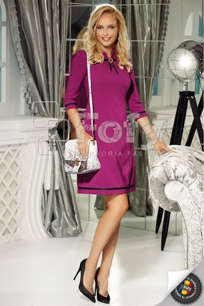 Rochie mov office elegantă cu linie clasică și broșă detașabilă