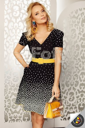 Rochie neagră cu buline și curea galbenă