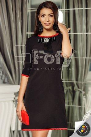 Rochie neagră cu croi în A și fundă decorativă