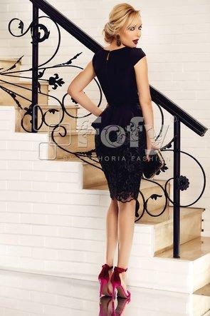 Rochie neagră cu peplum dantelă și tulle