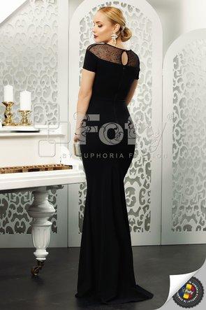 Rochie neagră lungă cu decolteu amplu din tulle
