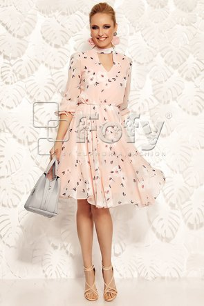 Rochie roz diafană cu imprimeu floral discret