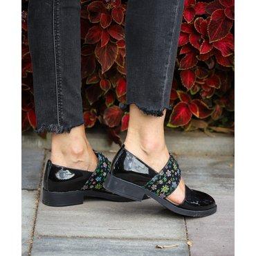 Pantofi din lac negru si imprimeu Lili