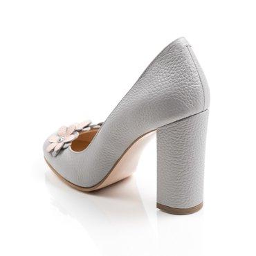 Pantofi gri din piele naturala cu aplicatii florale Elisa