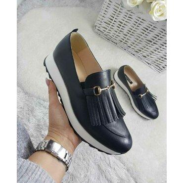 Pantofi negri din piele naturala Klara cu franjuri si accesoriu