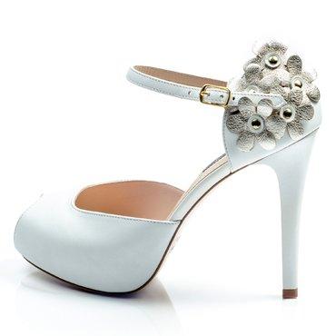 Sandale elegante piele alba cu flori aurii Elle