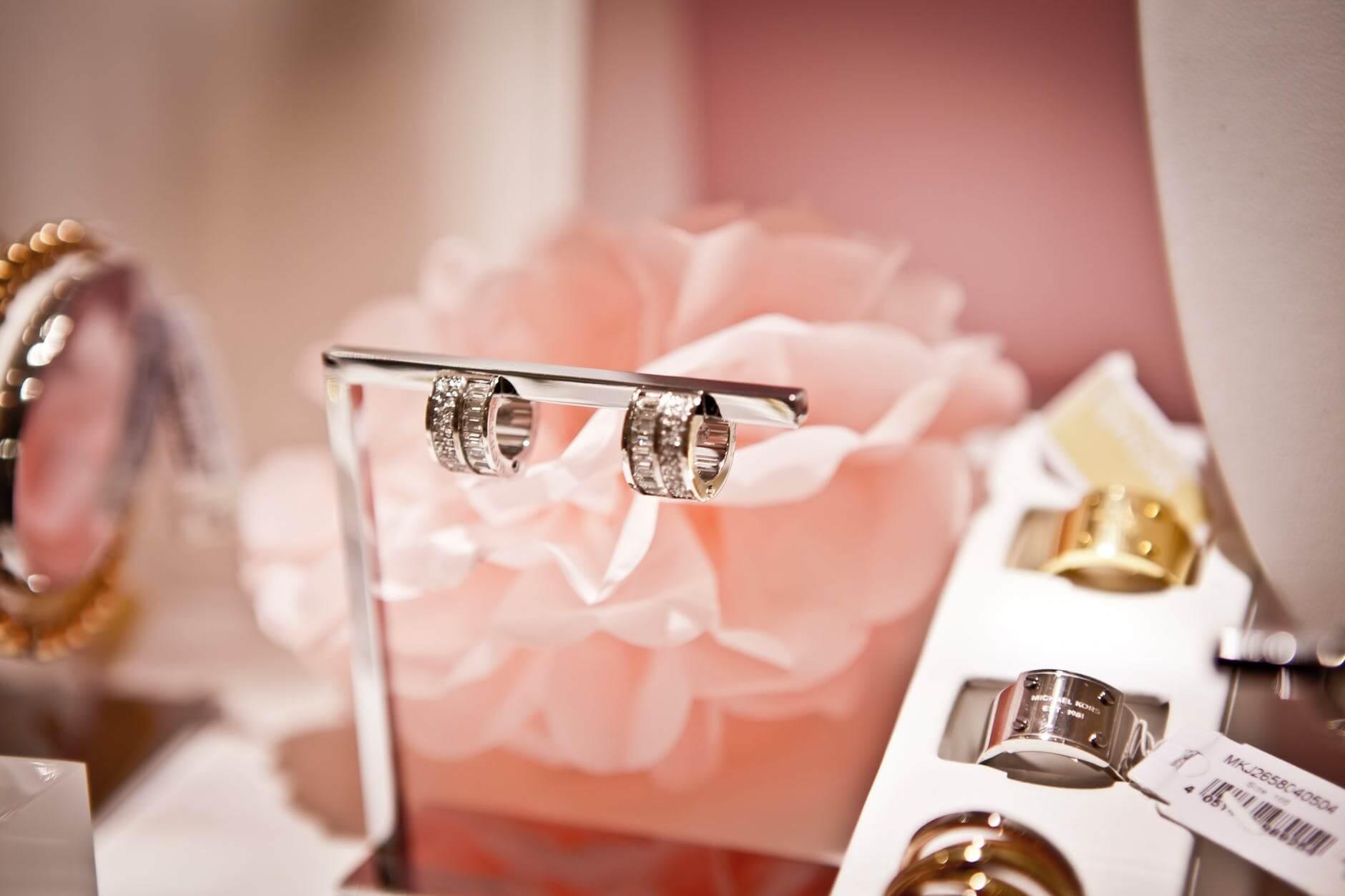 Cadouri pentru ziua indragostitilor - Suport pentru bijuterii gravate - Valentine's Day