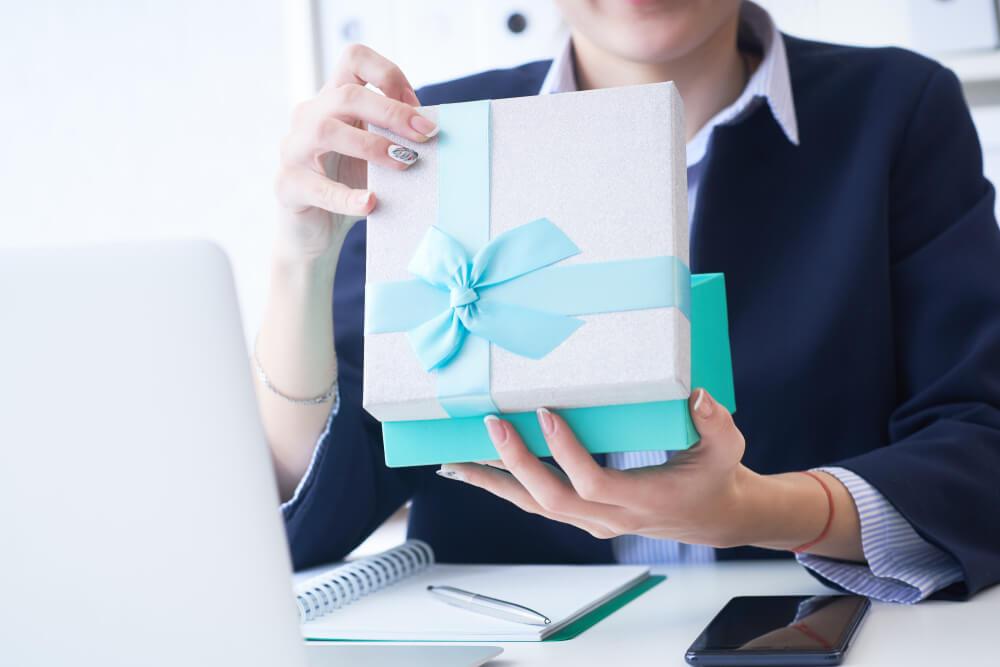 Idei de cadouri pentru colegele de la birou - Graveaza Povestea Ta