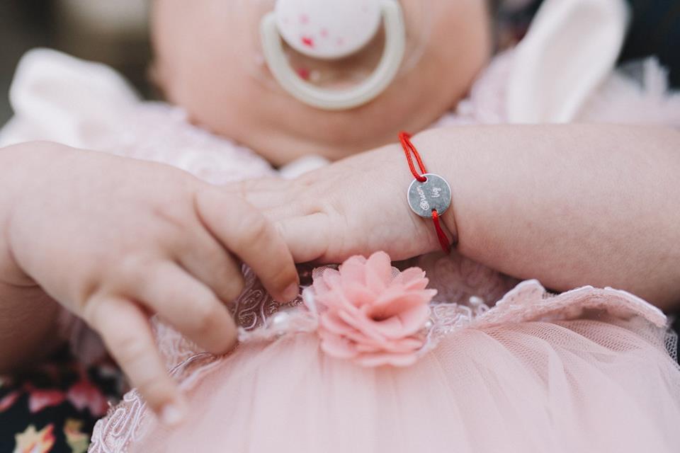 Bratara bebe cu snur rosu si banut 10 mm argint 925 rodiat personalizata cu nume sau data nasterii