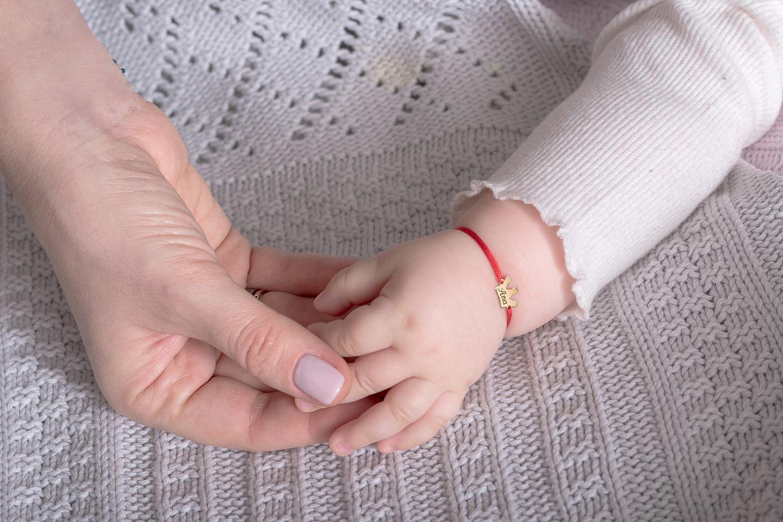 Bratara  bebe cu snur rosu si coronita aur 14K gravata cu nume