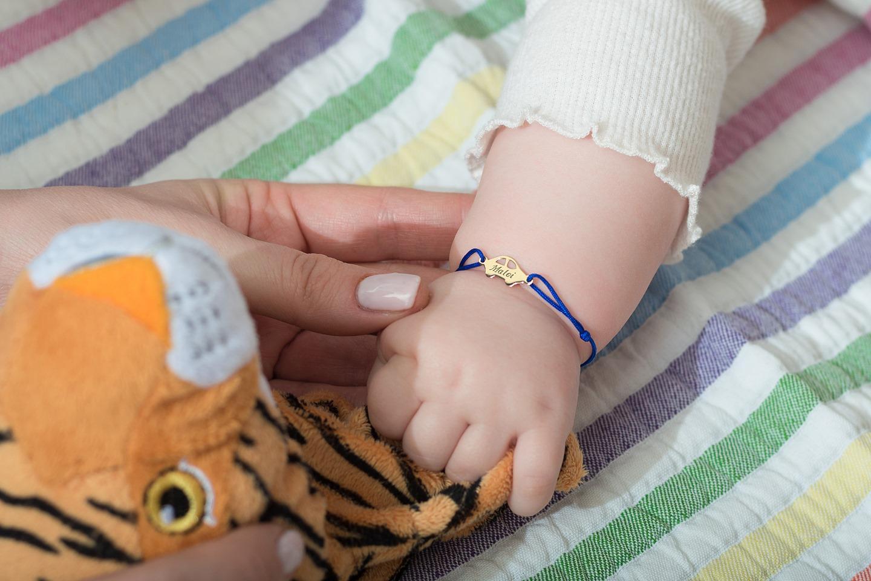 Bratara bebe cu snur si masinuta din aur 14H gravata cu nume