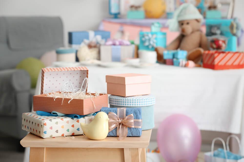 Idei de personalizare a cadourilor pentru bebelus si mamica