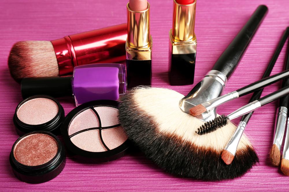 Idei de cadouri pentru petrecerea burlacitelor - un set de cosmetice