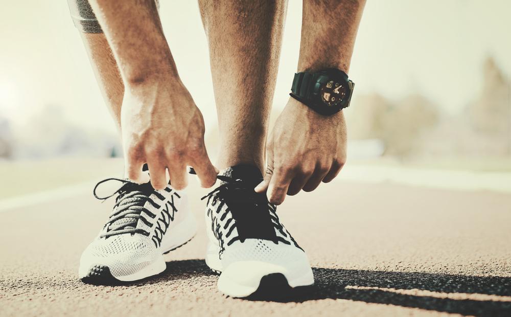 Idei de cadouri pentru baieti - de la colegi - o pereche de pantofi sport