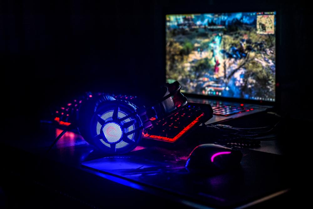 Idei de cadouri pentru baieti - de la parinti - un calculator de gaming