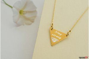 Colier TRIANGLE 16mm TEXT placat cu aur