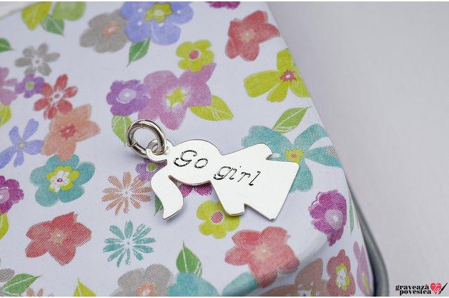 Pandantiv supliment fetita 15 mm personalizat gravura text Argint 925 rodiat