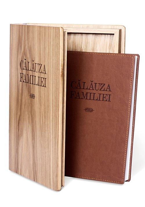 Setul Tezaur - o cronica de familie in dar - Pachet carte Calauza Familiei + Cutie Stejar + 4 planse