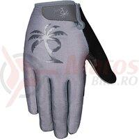 Manusi Pedal Palms greyscale