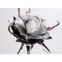 Floare din spuma neagra