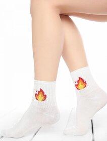 Sosete albe cu flacara rosie Socks Concept SC-1774-2