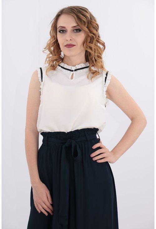 Bluza alba cu siret negru