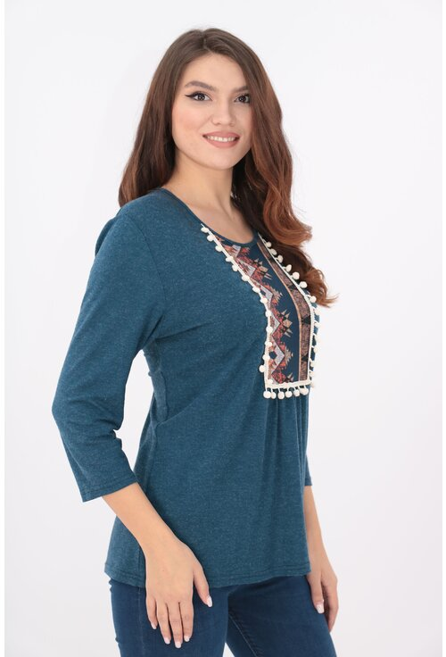 Bluza albastra cu motive traditionale si ciucuri