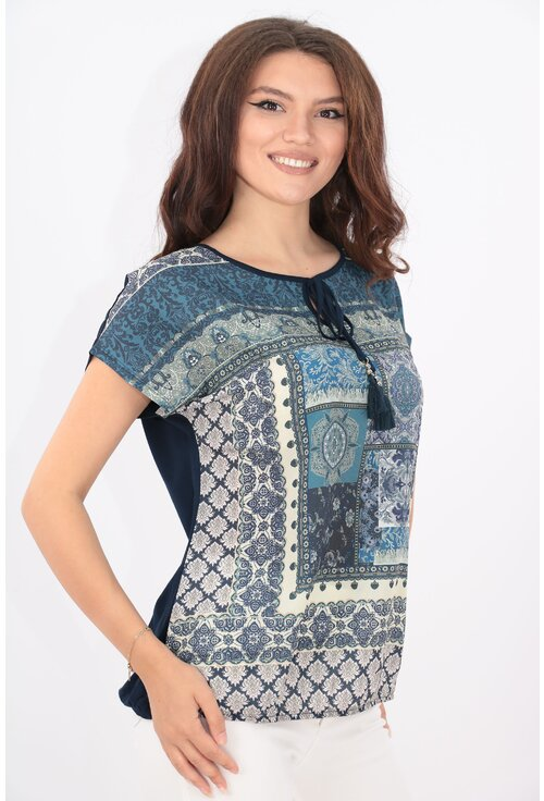 Bluza bleumarin din vascoza cu print abstract