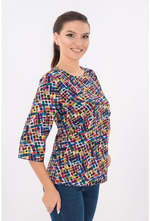 Bluza lejera alba cu desen multicolor