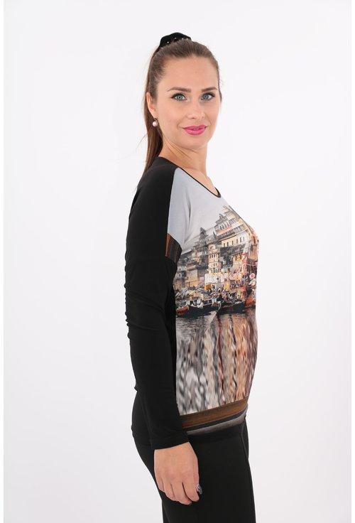 Bluza neagra cu imprimeu cu peisaj